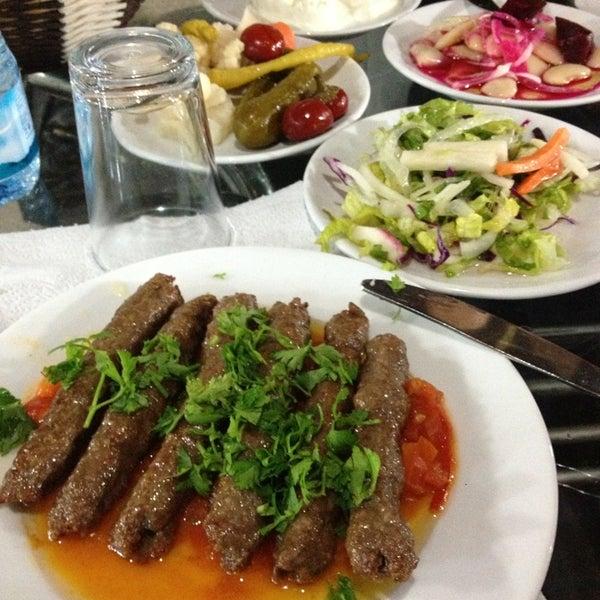 12/30/2012 tarihinde Ademziyaretçi tarafından Hacıoğlu Mangal Tire Köfte'de çekilen fotoğraf
