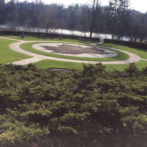 4/23/2016 tarihinde Juliana O.ziyaretçi tarafından High Park'de çekilen fotoğraf