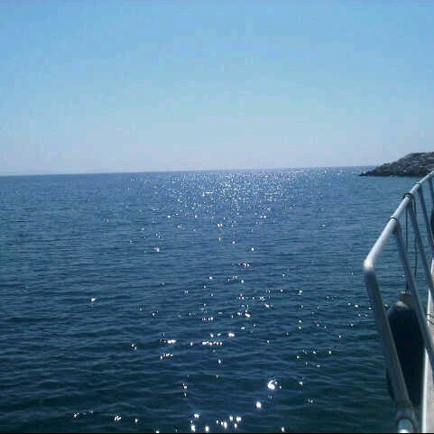 10/7/2012 tarihinde Aysegulziyaretçi tarafından Küçükkuyu Limanı'de çekilen fotoğraf
