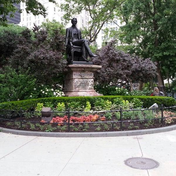 Foto diambil di Madison Square Park oleh Kobie B. pada 6/13/2013