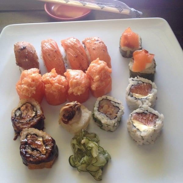 Foto tirada no(a) Ikiru Sushi por Sacha C. em 1/8/2015