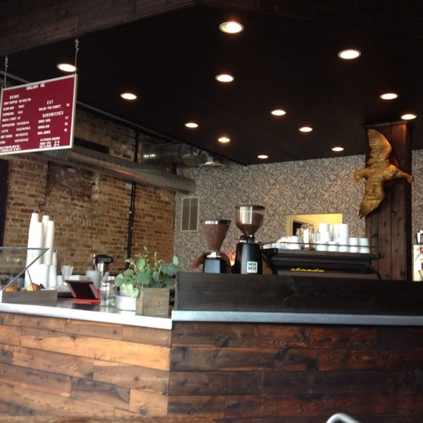 Foto tomada en Gaslight Coffee Roasters por Margaret L. el 8/25/2013