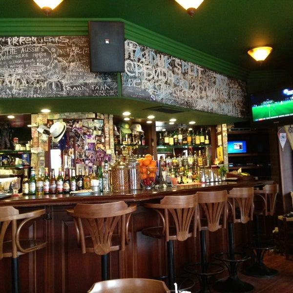 1/9/2013 tarihinde Watersonziyaretçi tarafından Cozy Bar&Restaurant'de çekilen fotoğraf