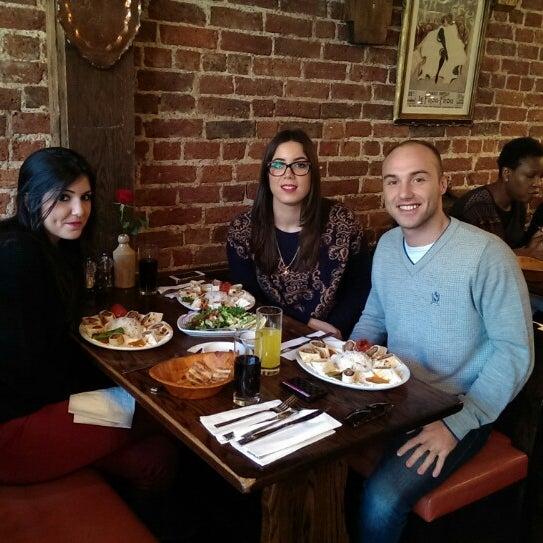 Photo prise au Makara Charcoal Grill & Meze par Mehmet M. le2/15/2015