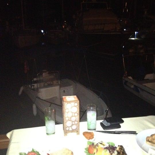 9/18/2012 tarihinde Volga👠🍺👠 A.ziyaretçi tarafından Fethiye Yengeç Restaurant'de çekilen fotoğraf