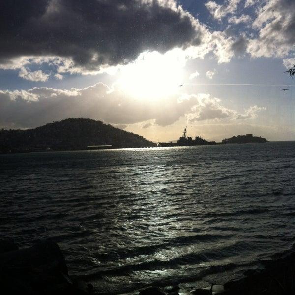 2/3/2013 tarihinde Mehmetziyaretçi tarafından Cafe Marin'de çekilen fotoğraf