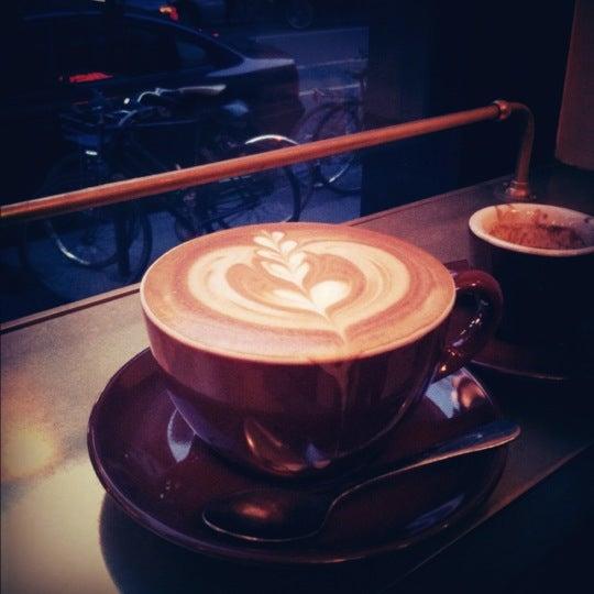 Photo taken at Stumptown Coffee Roasters by YJ H. on 11/30/2012