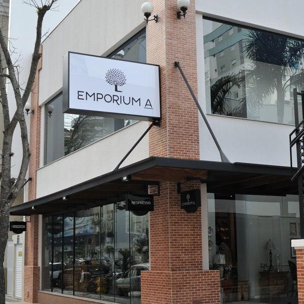 Foto tirada no(a) Emporium A por Emporium A em 10/29/2013