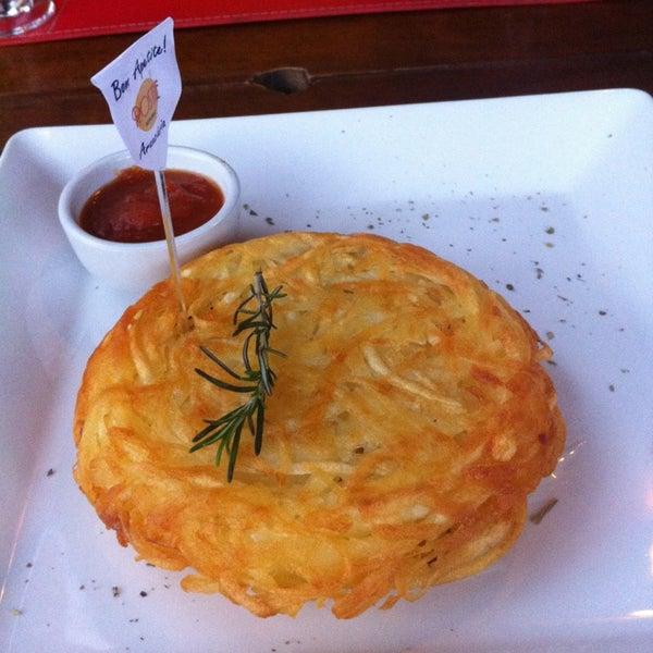 Foto tirada no(a) Rostie Restaurant por Marina R. em 8/2/2013