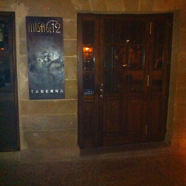 Foto tomada en Taberna Misa de 12 por Angel S. el 12/23/2012