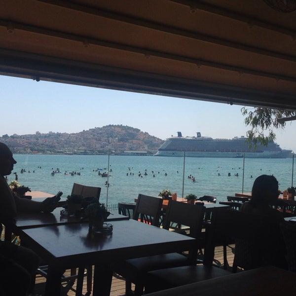 8/10/2014 tarihinde Sezgin A.ziyaretçi tarafından Cafe Marin'de çekilen fotoğraf