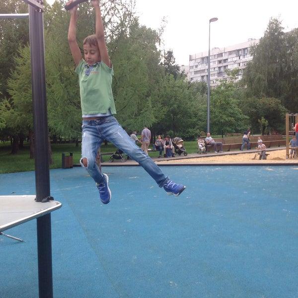 Das Foto wurde bei Скейт-парк «Садовники» von Виктория Н. am 7/19/2015 aufgenommen