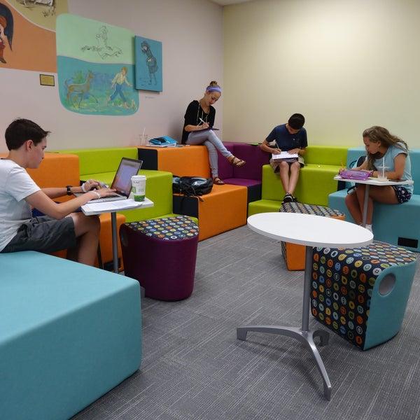 Das Foto wurde bei Geneva Public Library District von Geneva Public Library District am 2/9/2017 aufgenommen