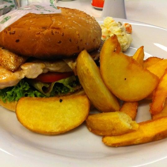12/7/2012 tarihinde Nurdanziyaretçi tarafından LimonH₂O Cafe Bistro'de çekilen fotoğraf