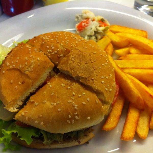 12/18/2012 tarihinde Nurdanziyaretçi tarafından LimonH₂O Cafe Bistro'de çekilen fotoğraf