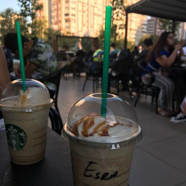 Снимок сделан в Starbucks пользователем Esra Y. 8/19/2018