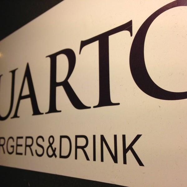 Foto scattata a QUARTO Burger & Drinks da Alessandro N. il 1/19/2013