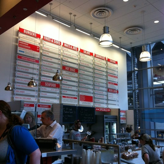 Photo taken at Schnipper's Quality Kitchen by Vanessa N. on 9/18/2012