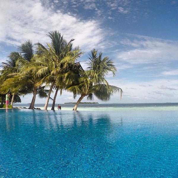 Photo taken at Vilamendhoo Island Resort & Spa by Aleksei on 6/17/2015
