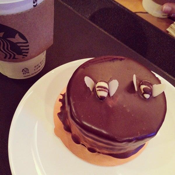 Photo taken at Starbucks by Hyun K. on 10/24/2013