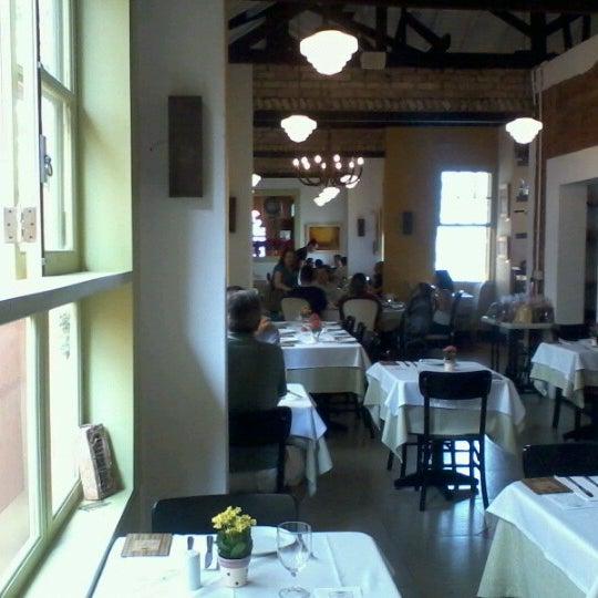 Foto tirada no(a) Zeffiro Restaurante por Taís B. em 12/8/2012