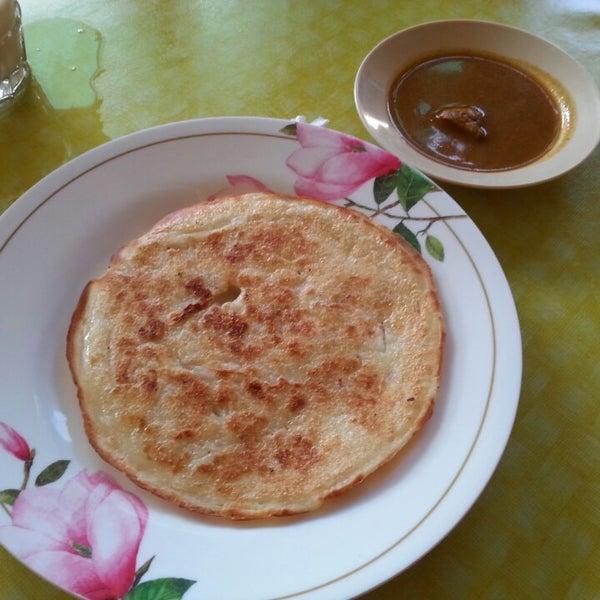 Photo taken at Restoran Lempeng by Amirul A. on 2/6/2014