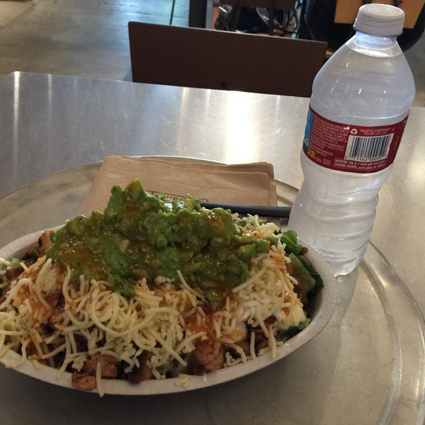 Photo taken at Chipotle Mexican Grill by Jeremy on 8/26/2016