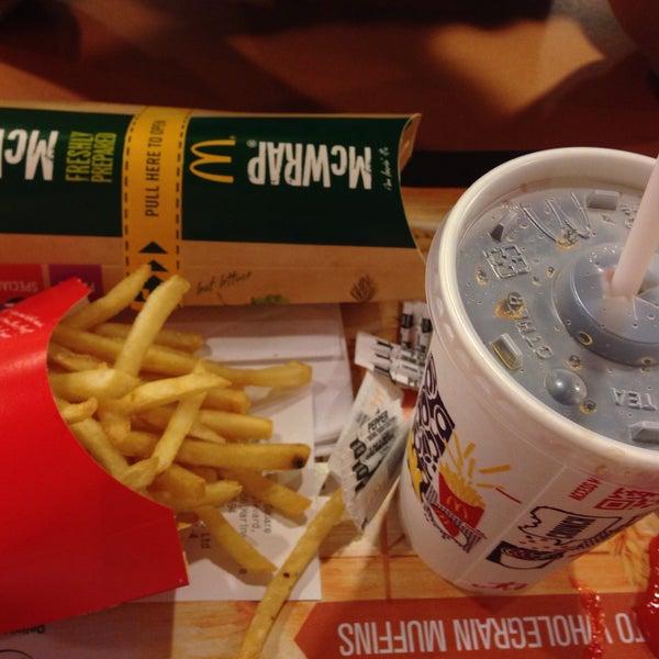 Photo taken at McDonald's / McCafé by Doris T. on 2/25/2015