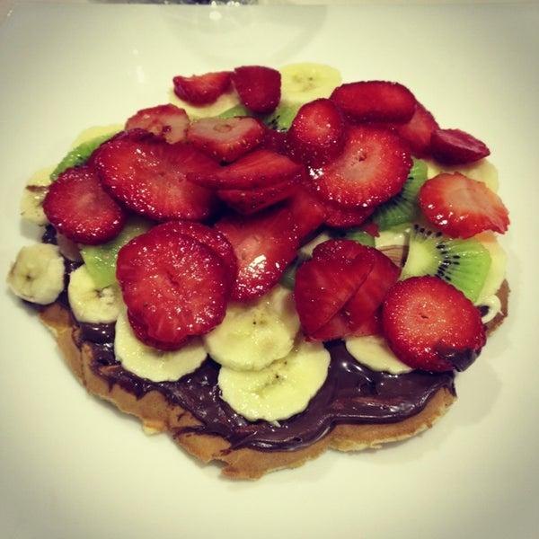 1/17/2013 tarihinde Erdem C.ziyaretçi tarafından Waffle Edem'de çekilen fotoğraf