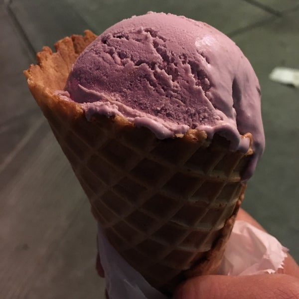 Photo taken at Gunther's Quality Ice Cream by Lawrence R. on 8/22/2016