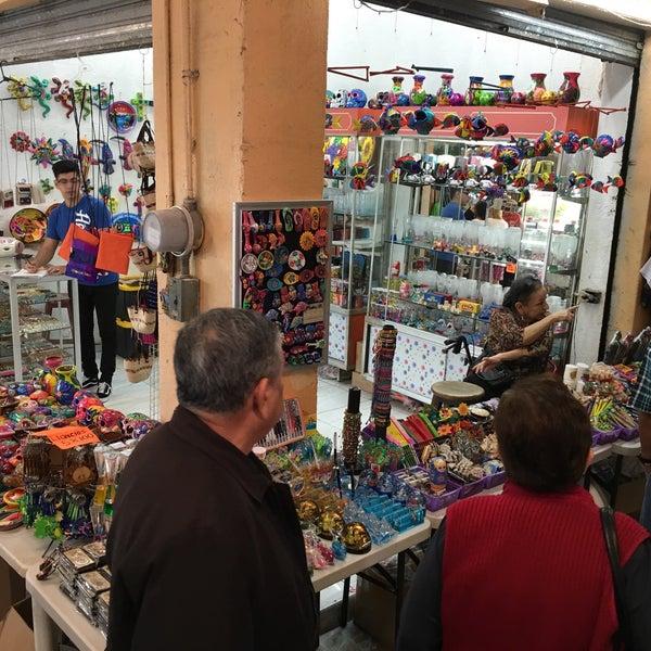 Foto diambil di Mercado Pino Suarez oleh Javier S. pada 12/27/2016