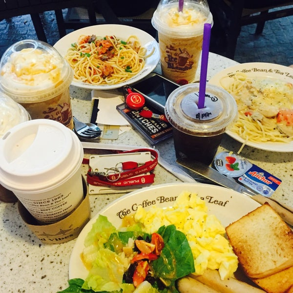 Photo taken at The Coffee Bean by Iuejan B. on 7/7/2017