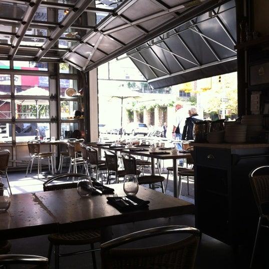 Foto tirada no(a) Barbuto por Giulia em 10/17/2012
