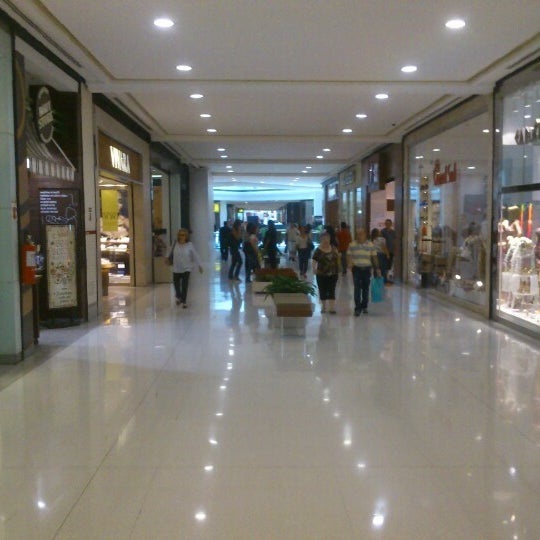 Photo taken at Shopping Iguatemi by William R. on 11/14/2012