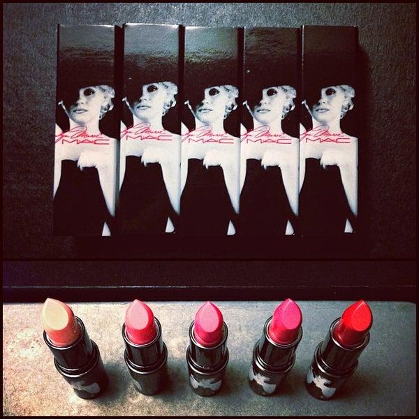 Photo taken at MAC Cosmetics by Sheryl Mae on 9/28/2012