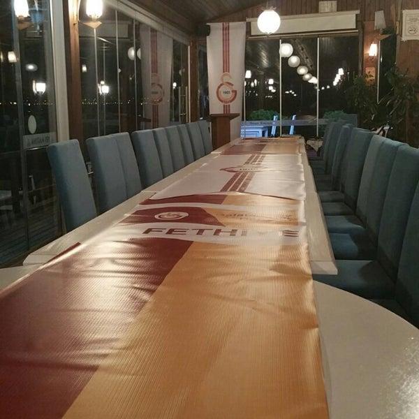 4/2/2016 tarihinde Ulaşziyaretçi tarafından Fethiye Yengeç Restaurant'de çekilen fotoğraf