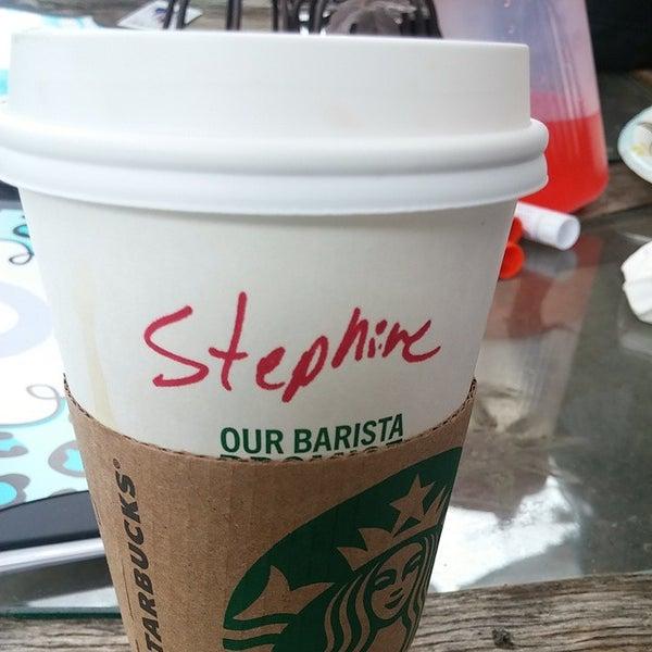 Foto tomada en Starbucks por STEFCON 1 el 3/1/2015