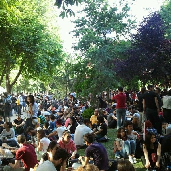 7/16/2013にZafer Ö.がTaksim Gezi Parkıで撮った写真