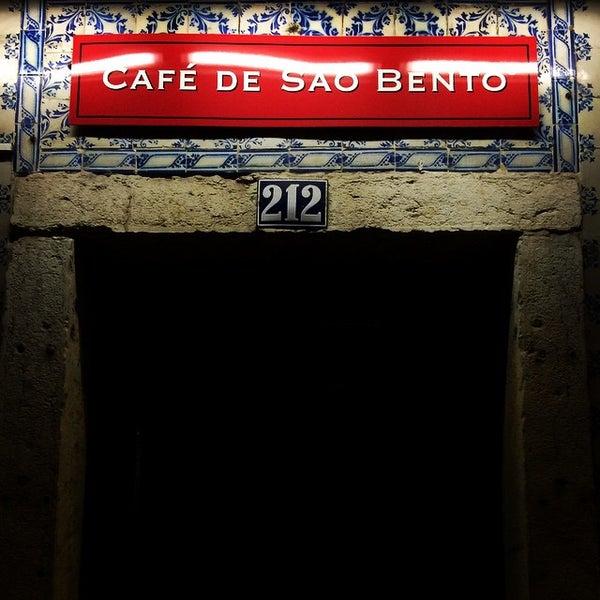 10/13/2014 tarihinde Romain B.ziyaretçi tarafından Café de São Bento'de çekilen fotoğraf