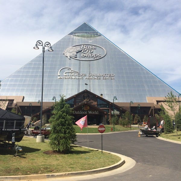 Bass pro shops at the pyramid downtown memphis 1 bass for Fishing in memphis