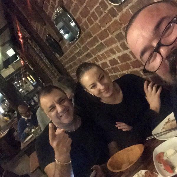 Photo prise au Makara Charcoal Grill & Meze par Coskun le1/31/2018