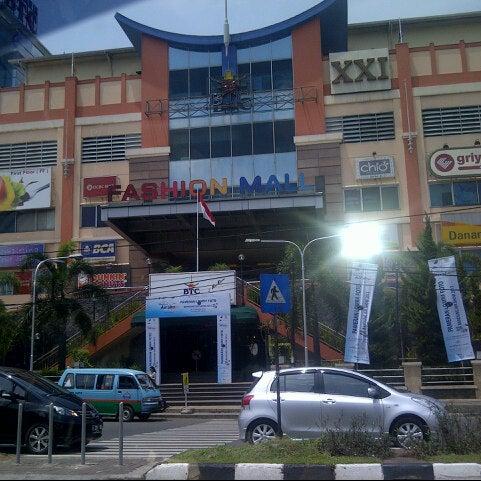 Photo taken at Bandung Trade Centre - BTC Fashion Mall by Mulyono B. on 10/7/2012