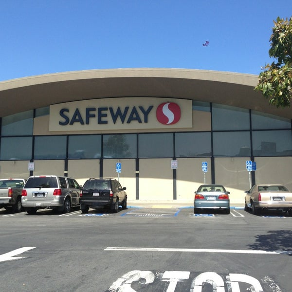 Photo taken at Safeway by JohnnyAbsinthe on 4/12/2013
