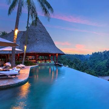 Berlokasi di Ubud, Viceroy Bali Villa dilengkapi dengan infinity pool yang menghadap ke lembah Sungai Petanu yang indah. Vila ini menjadi satu rekomendasi penginapan bagi yang ingin berlibur!