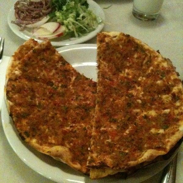 1/18/2013 tarihinde Ayçinziyaretçi tarafından Faros Restaurant'de çekilen fotoğraf