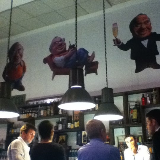 Foto tirada no(a) Verissimo Bar por Luísa P. em 9/21/2012