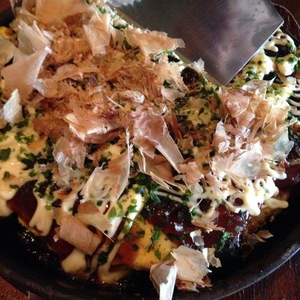 Photo taken at Kinkaku Izakaya 金かく燒鳥居酒屋 by Aki on 5/10/2014