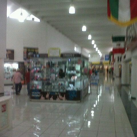 Foto tomada en Plaza Dorada por Edgar S. el 9/17/2012