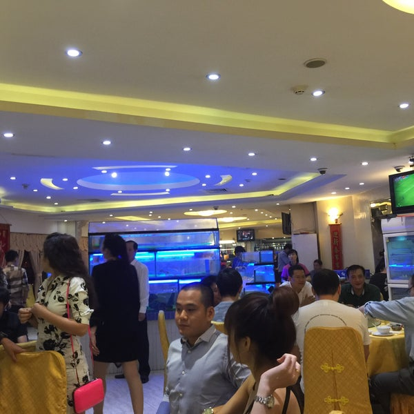 Photo taken at Hoằng Long Restaurant by Kong Meng H. on 3/14/2015
