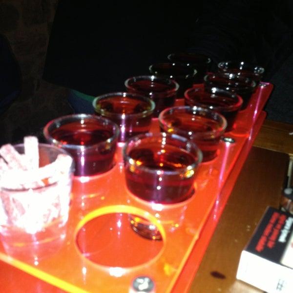 3/1/2013 tarihinde Didem Y.ziyaretçi tarafından Up Shot Bar'de çekilen fotoğraf